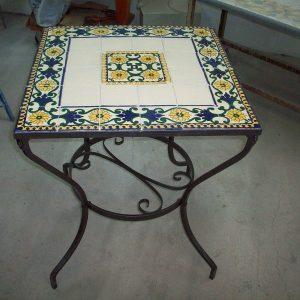 Tavolo con Mattonelle 10 x 10 decorato a mano - TERRA D'ARTE