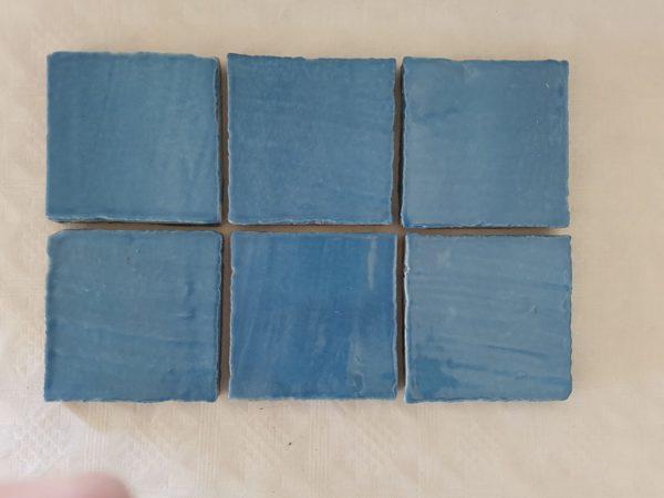 fondo colorato blu chiaro ceramica colorata a mano made in sicily